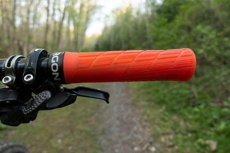 9 Best Mountain Bike Grips for Handlebars Reviewed 2021 – Top MTB Brands